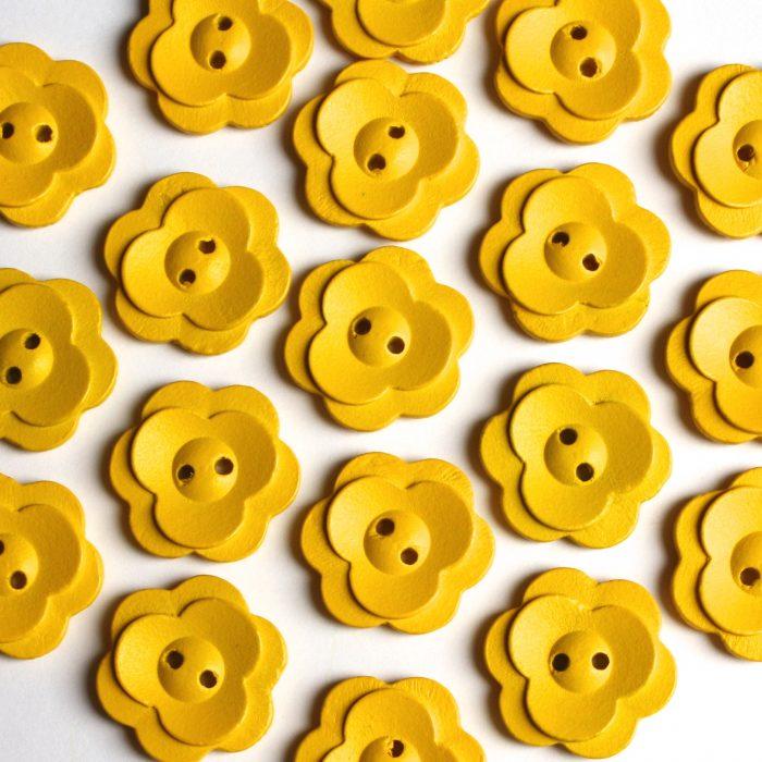 20 Daisy Wooden Embellishment Flower Buttons